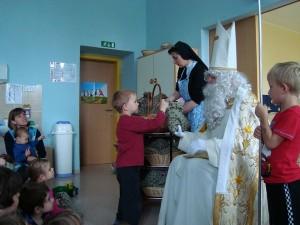Obisk Svetega Miklavža v vrtcu