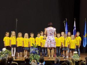 Nastop pevskega zborčka na občinskem prazniku